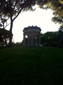 Parque El Capricho. Templete de Baco.